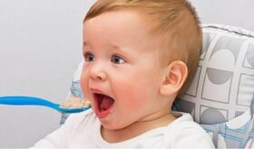 Эксперты сказали, до какого возраста детям нельзя давать сок