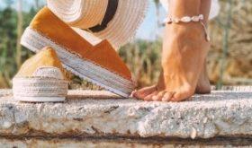 Летящей походкой: как правильно ухаживать за ногами летом